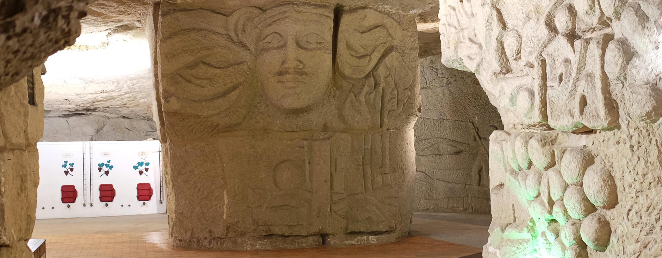 Cave aux parois sculptées de la Maison des Vins du Véron